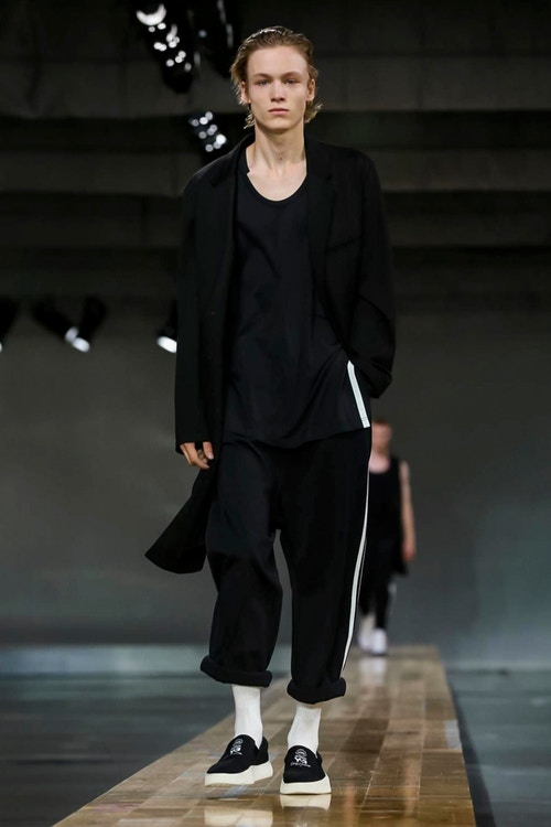 http_hypebeast.com_image_2017_06_y-3-2018-spring-summer-collection-1