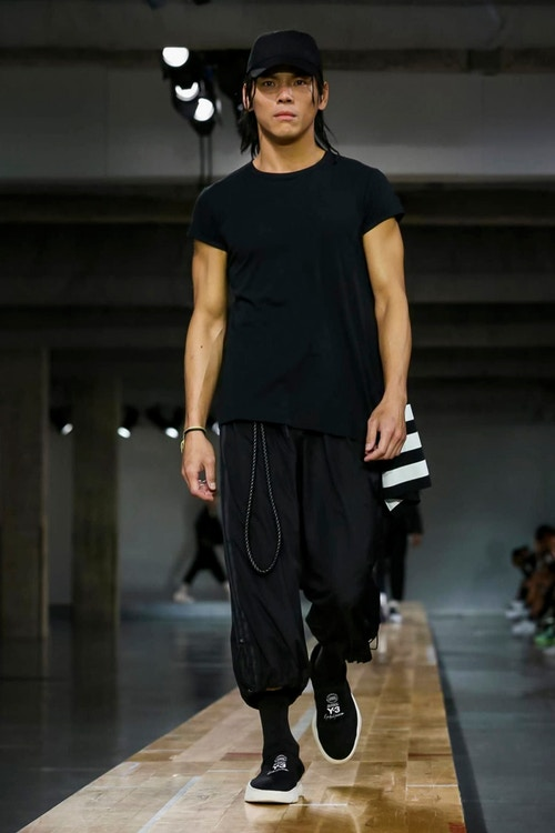 http_hypebeast.com_image_2017_06_y-3-2018-spring-summer-collection-12