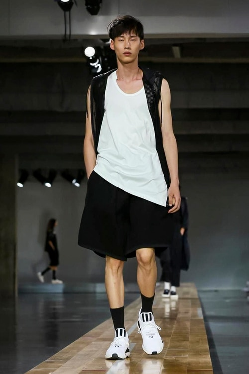 http_hypebeast.com_image_2017_06_y-3-2018-spring-summer-collection-17