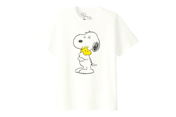 http_hypebeast.com_image_2017_03_kaws-peanuts-uniqlo-ut-collection-complete-look-02